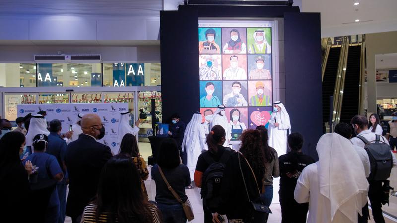 اللوحة الفائزة ستعرض في سوق الواجهة البحرية.  تصوير: أحمد عرديتي
