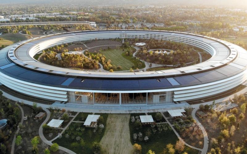 الصورة: مقار العمل «المليارية».. من أيقونات معمارية فخمة إلى مكاتب خاوية
