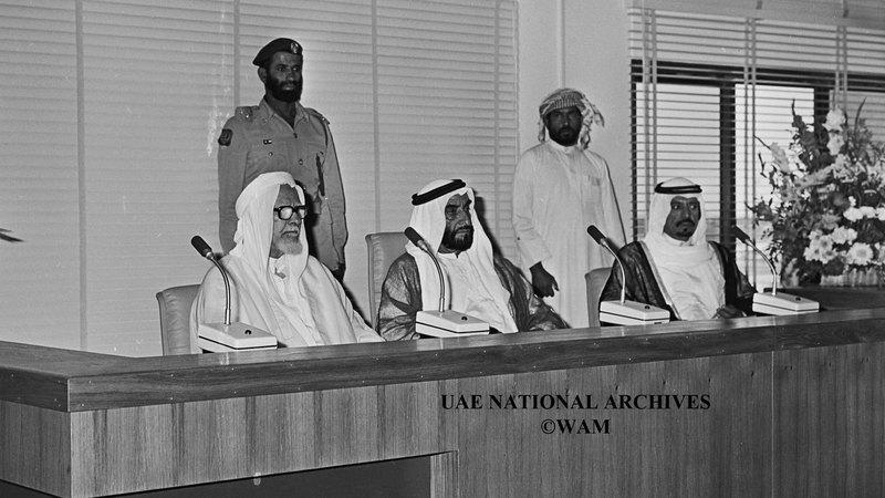 المغفور له الشيخ زايد بن سلطان آل نهيان يلقي كلمة أثناء افتتاح دار القضاء الشرعي - 21 مايو 1984.
