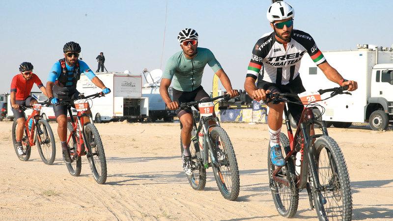 السباق حظي بمشاركة 150 من الدرّاجين المواطنين.   الإمارات اليوم