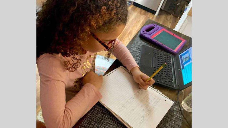 «الدائرة» دعت المدارس إلى تنظيم حملات توعية لتثقيف الطلبة حول التنمر الإلكتروني. أرشيفية