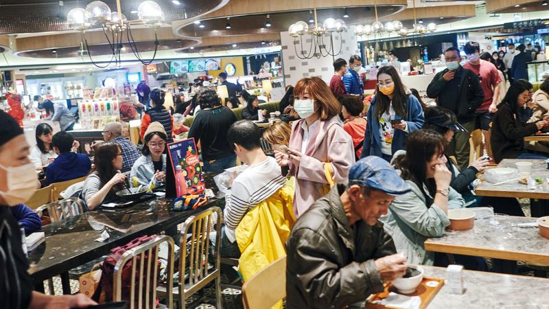 تايوان أبقت الفيروس بعيداً دون أن تلجأ إلى إغلاق المدارس والمتاجر والمطاعم. أرشيفية