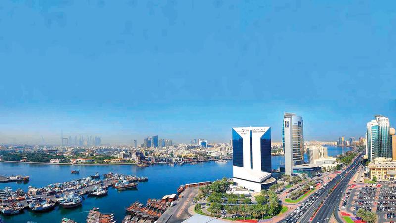 «غرفة دبي» أكدت أن التعافي الاقتصادي تلقى دفعة قوية مع اعتماد لقاحات «كورونا».  أرشيفية