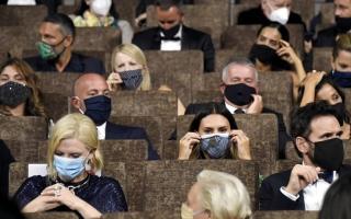 الصورة: 2020 عام مضى حافلاً بالأحداث.. 3 نهايات محتملة للسينما.. و«ستريمنغ» يسعى إلى حماية مكاسبه