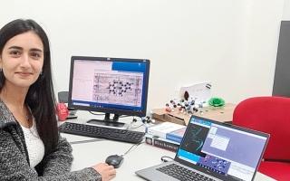 الصورة: باحثة بجامعة الإمارات تستخدم الحقول الكهربائية لعلاج مرضى السرطان