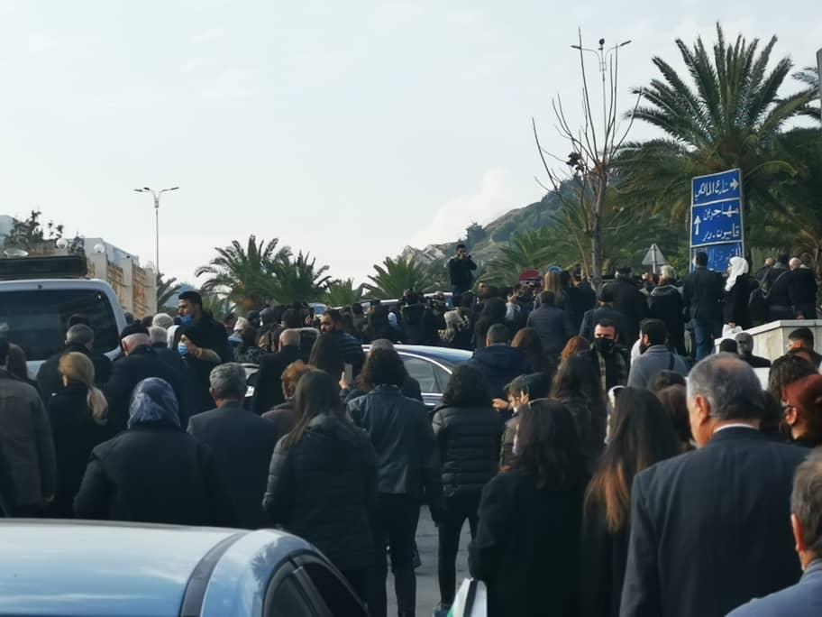 حشود كبيرة شاركت في وداع حاتم علي.