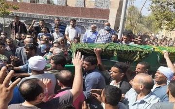 الصورة: توفوا خلال 9 ساعات.. وفاة حماة موظف مصري مات خلال صلاة الجنازة على ابنته