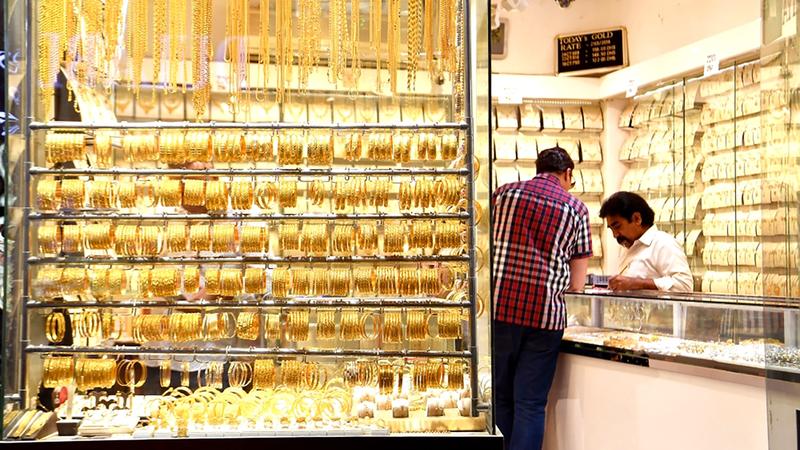 سعر غرام الذهب من عيار 24 قيراطاً بلغ 230 درهماً. أرشيفية