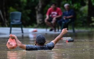 الصورة: بالصور: فيضان ومعاناة