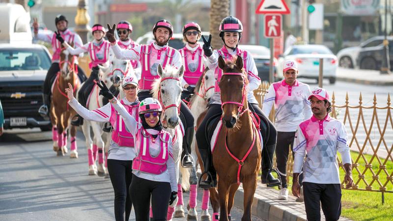 من مسيرة فرسان القافلة الوردية في دورتها الماضية.  من المصدر