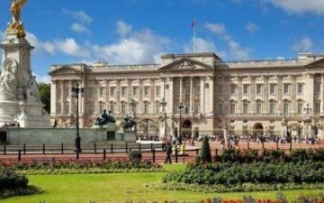الصورة: اختبار «الذبابة الميتة» شرط أساسي لتعيين خدم القصر الملكي البريطاني