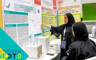 الصورة: طالبتان مواطنتان تبتكران جهازاً لتخليص المياه من المركّبات العضوية