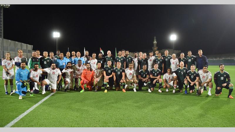 راشد بن حميد يتوسط نجوم الكرة العالمية والمحلية بحضور رئيس الاتحاد الدولي إنفانتينو.  من المصدر