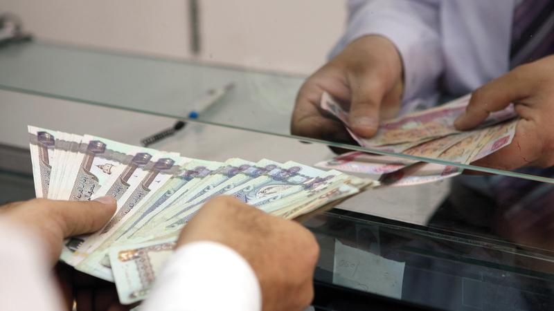هناك معاملات تتطلب زيارة الفرع مثل إيداع مبالغ مالية كبيرة. الإمارات اليوم