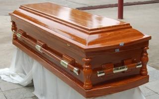 الصورة: بعد جنازته يعود إلى زوجته !