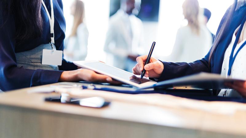 التوقيع الإلكتروني يحتاج إلى تثقيف للمتعاملين بعد التأكد من جاهزية البنوك نفسها. أرشيفية