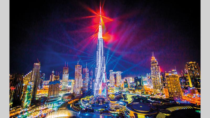 لوحات الأضواء والليزر الجديدة تشكل إضافة إلى مزايا برج خليفة. من المصدر