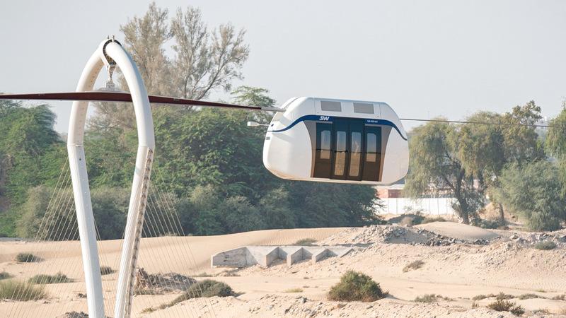 محطات ذكية لها صديقة للبيئة لتسهيل عملية ركوب القطارات. من المصدر