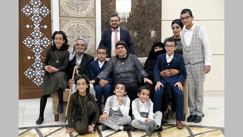 الجد والجدة عبّرا عن سعادتهما البالغة بلمّ شمل الأسرة وجمعها في أبوظبي. وام