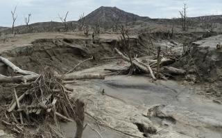 الصورة: بالصور.. بركان تال في الفلبين بعد عام على ثورانه