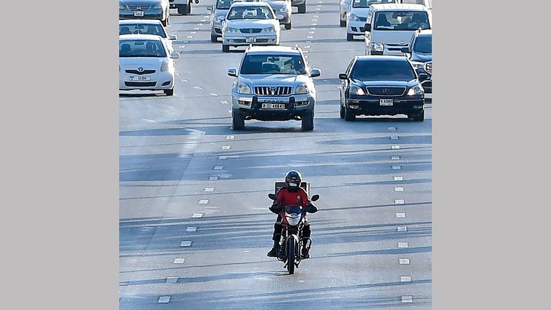 المعايير تحدّد مواصفات محرك الدرّاجة لضمان سلامة تنقلها على الطرق.  أرشيفية