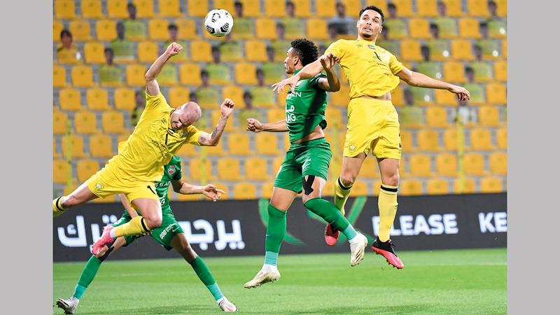 شباب الأهلي تعادل مع الوصل 2-2 في الدوري. تصوير: أسامة أبوغانم