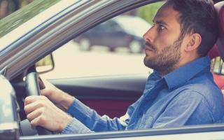 الصورة: بعد 158 محاولة ينجح في امتحان رخصة القيادة بإنجلترا