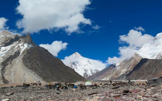 الصورة: 10 مغامرين يتسلقون «الجبل المتوحش» للمرة الأولى خلال أخطر الفصول