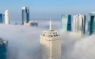الصورة: 4 عناصر رئيسة وراء انتشار الضباب الكثيف في الدولة