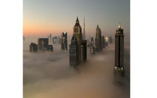 الصورة: بالصور.. دبي تعانق الضباب