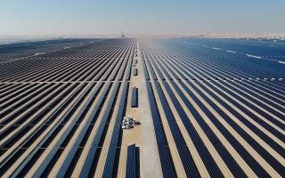 الصورة: بالفيديو.. الإمارات أول دولة في العالم تنتج الألمنيوم باستخدام الطاقة الشمسية