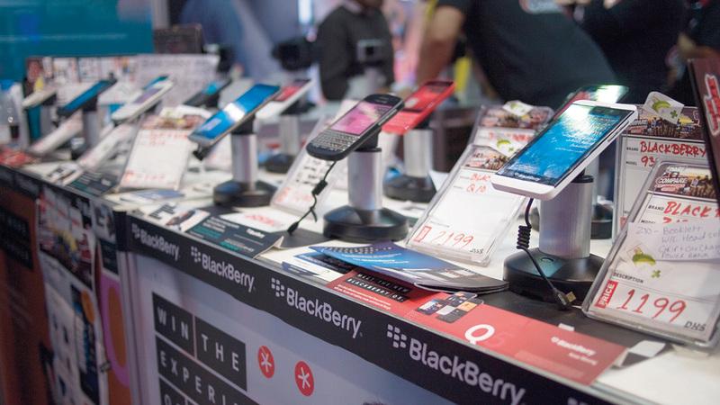 بعض محال الهواتف الجديدة تبيع «المستعمل» بفترة ضمان تمتد إلى 3 أشهر.أرشيفية