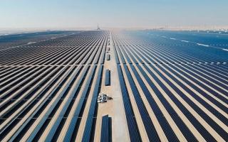 الصورة: الإمارات.. أول دولة  في العالم تنتج الألمنيوم باستخدام الطاقة الشمسية