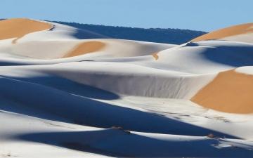 """الصورة: """"انفجار جليدي"""" في الصحراء الكبرى"""
