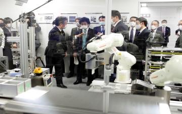 الصورة: النتيجة خلال 80 دقيقة.. روبوت ياباني جديد يجري فحص كورونا