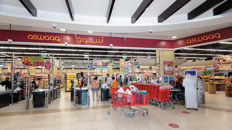 «أسواق» تستهدف رفع حصص التسوق الإلكتروني لتجاوز 20% من إجمالي المبيعات.  تصوير: أحمد عرديتي