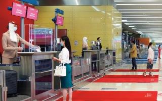 الصورة: «طيران الإمارات» تجرّب «جواز سفر إياتا» الخاص بـ «كوفيد-19»