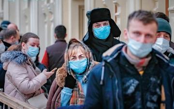 الصورة: علماء يحذّرون: نصف متعافي «كورونا» مازالوا معرّضين للإصابة بالسلالة الجديدة