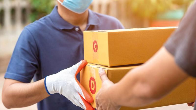 بعض الشركات بدأت تحسين الخدمة خصوصاً توصيل البضاعة وعمليات الشحن وخدمات ما بعد البيع.  غيتي