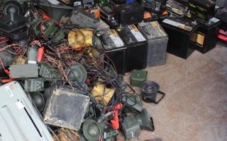 الصورة: بلدية الفجيرة تصادر 130 جهازاً محظوراً لصيد الكروان
