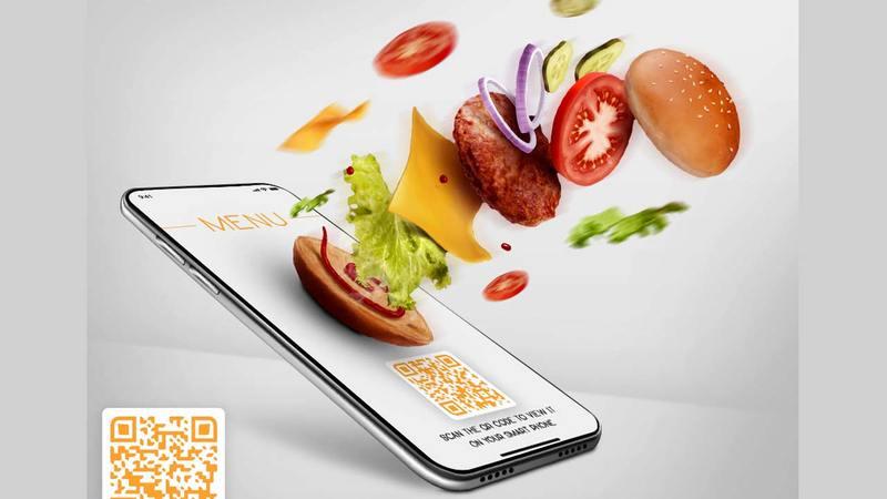 يمكن للمستهلكين تصفّح قائمة الطعام من خلال شاشة الهاتف. من المصدر