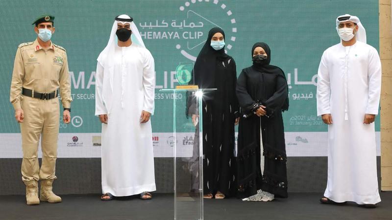 جانب من حفل شرطة دبي الذي كرمت فيه الفائزين في «حماية كليب» و«حماية ميديا».   الإمارات اليوم