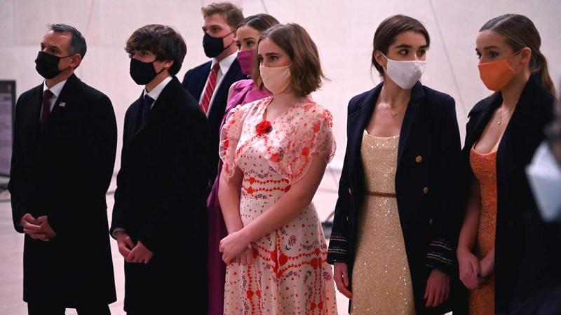 أفراد عائلة بايدن وأحفاده خلال حفل التنصيب.  أ.ف.ب