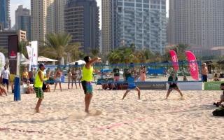 الصورة: أكثر من 100 لاعب ولاعبة في «تنس دبي الشاطئية»
