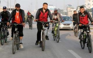 الصورة: «درّاجو البتر».. أول فريق لمبتوري الأطراف في غزة