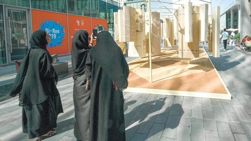 «أسبوع دبي للتصميم» استضاف «معرض الخريجين العالمي» الملتقى الأكبر من نوعه لخريجي الجامعات على مستوى العالم.  تصوير: أشوك فيرما