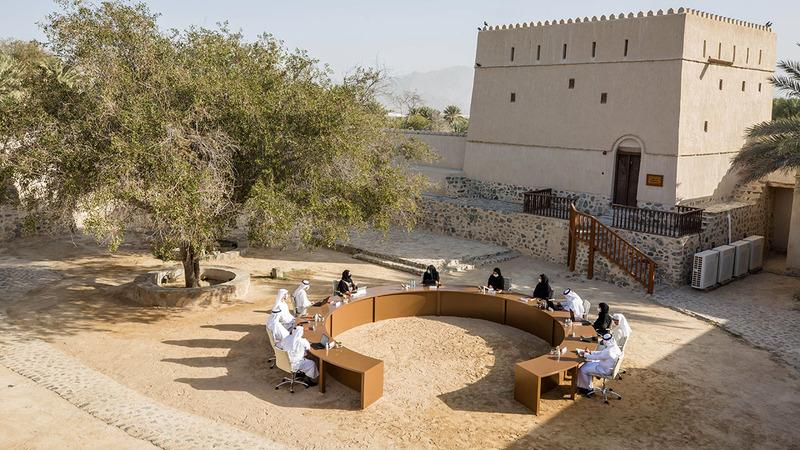 خلال اجتماع القيادة العليا لـ «الهيئة» الذي عُقد بمنطقة حتّا التراثية أحد أهم المواقع التراثية والسياحية في إمارة دبي.■وام