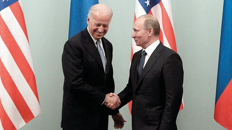 بايدن وبوتين عندما كان الأول نائباً للرئيس الأميركي والآخر رئيس وزراء روسيا.  رويترز