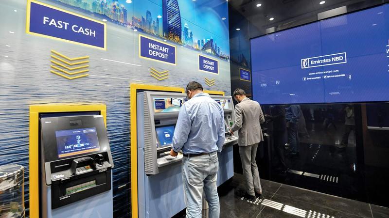 بنك الإمارات دبي الوطني قام بتأجيل سداد الدفعات لنحو 103 آلاف عميل في الإمارات.   تصوير: مصطفى قاسمي