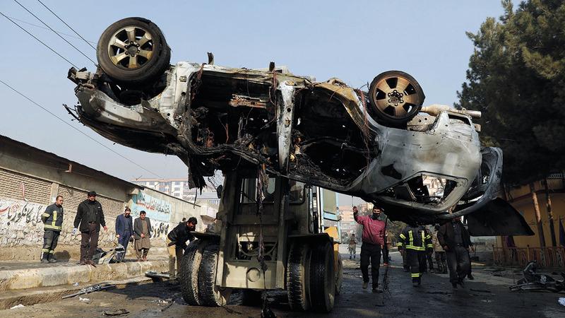 لاتزال التفجيرات متواصلة بكثافة في كابول رغم الاتفاق بين الإدارة الأميركية السابقة و«طالبان».  أ.ب